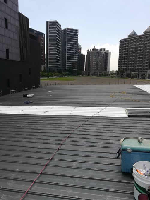 桃園市青埔區鍾先生 鐵皮浪板覆蓋