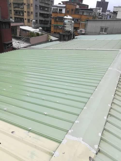 台北市萬華區黃小姐 白鐵烤漆浪板覆蓋