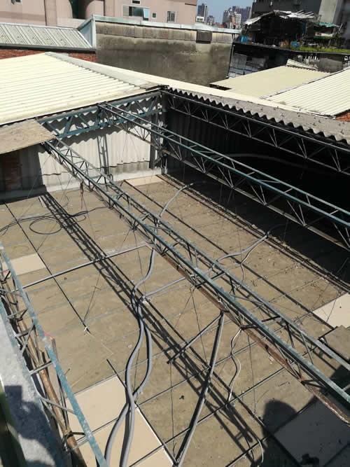 台北市舊鐵皮屋頂翻修